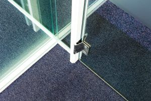 Glass partitioning joints.