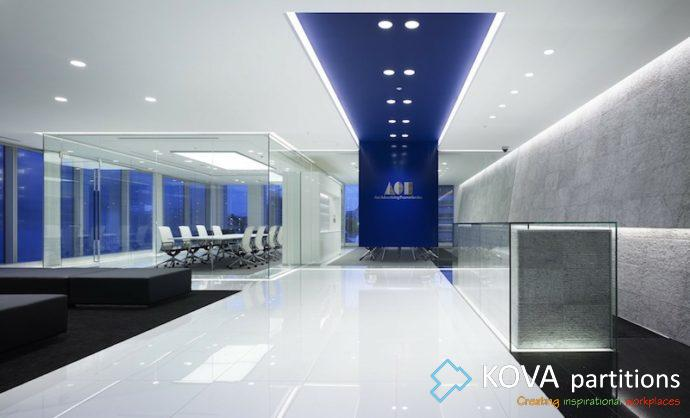 How to clean glass office partitions